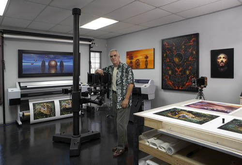 Geoff Graham regards his printmaking atelier as a fine-art boutique, offering whatever high-end scanning, capture, and fine-art printing services a client might require. Graham Editions routinely produces large editions of high-end works for art publishers, but also enjoys working with individual artists and photographers who just need a few prints. www.grahahm-editions