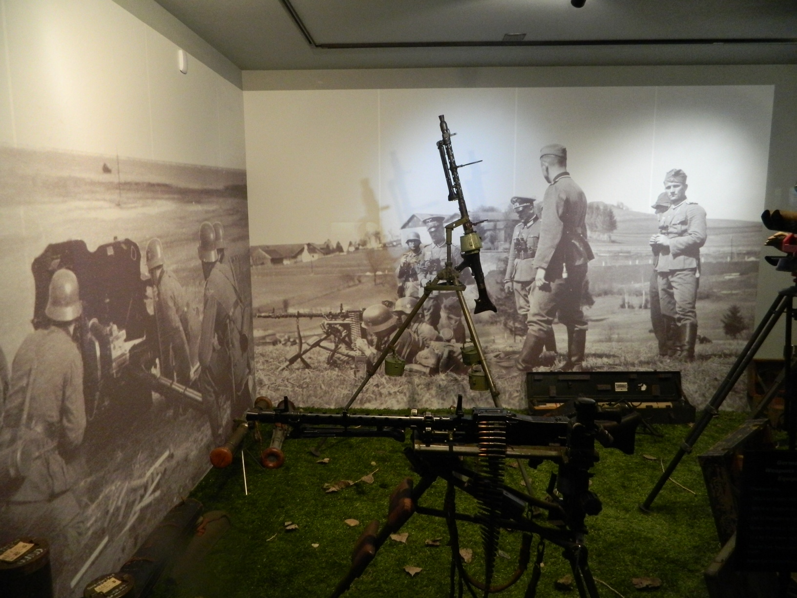 History of wall murals when london hq shows its rich for Army wallpaper mural